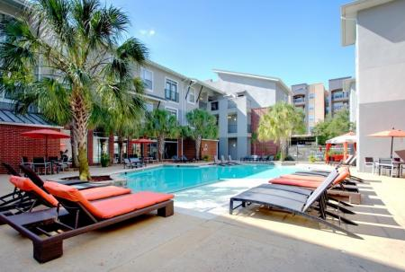 pool area apartment in baton rouge