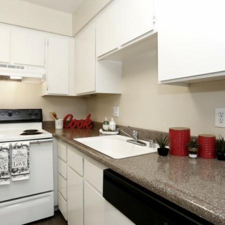 Spacious Kitchen   Sacramento Rentals   Villa Regia