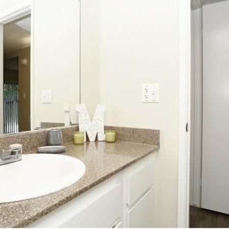Elegant Bathroom   Sacramento Apartments   Villa Regia