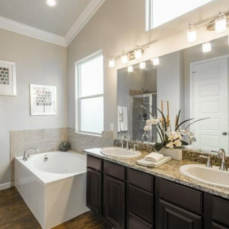 Spacious Bathroom   Conroe Apartments For Rent   The Mansions Woodland