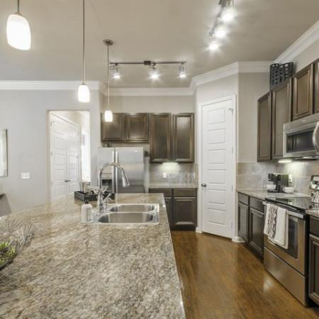 Elegant Kitchen   Apartments In Conroe TX   The Mansions Woodland