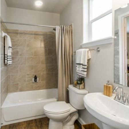 Elegant Master Bathroom   Apartments For Rent In Conroe TX   The Mansions Woodland