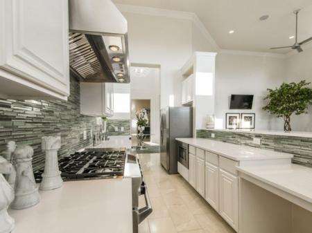 Modern Kitchen | Apartments For Rent Pflugerville Tx | The Mansions at Stone Hill
