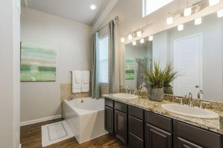 Spacious Bathroom | Apartments For Rent Pflugerville Tx | The Mansions at Stone Hill