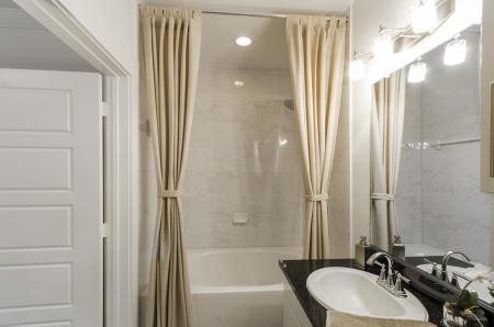 Vast Master Bathroom | Apartments In Conroe Texas | The Towers Woodland