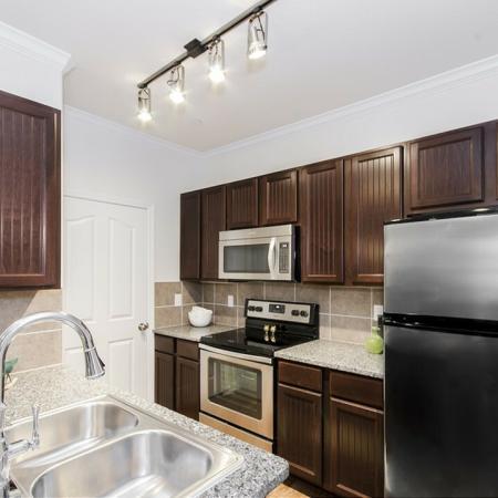 Spacious Kitchen   Apartments In Magnolia TX   The Grand Estates Woodland
