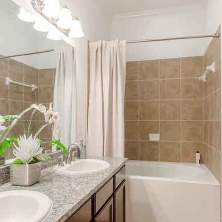 Luxurious Bathroom | Luxury Apartments In Conroe TX | The Grand Estates in the Forest