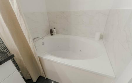 Vast Master Bathroom | Seabrook Apartments TX | The Towers of Seabrook