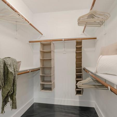 Vast Closet | Seabrook TX Apartments | The Towers of Seabrook