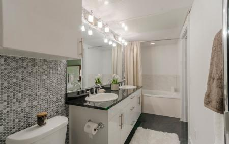 Pristine Master Bathroom | Apartments Seabrook TX | The Towers of Seabrook