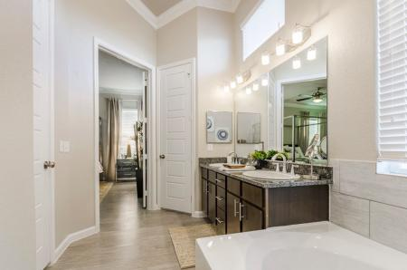 Spacious Master Bathroom | Apartments North Austin | The Mansions at Travesia