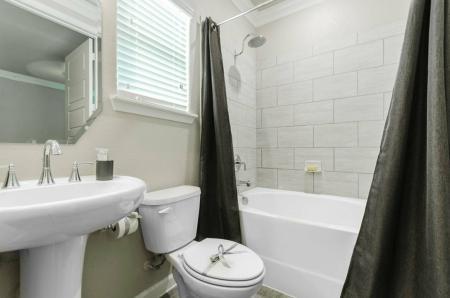 Spacious Bathroom | Apartments Austin TX | The Mansions at Travesia