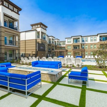 Resident Sun Deck | McKinney Apartments | The Mansions McKinney