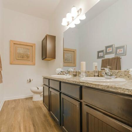 Elegant Master Bathroom | Apartment Homes In MAGNOLIA | The Estates Woodland