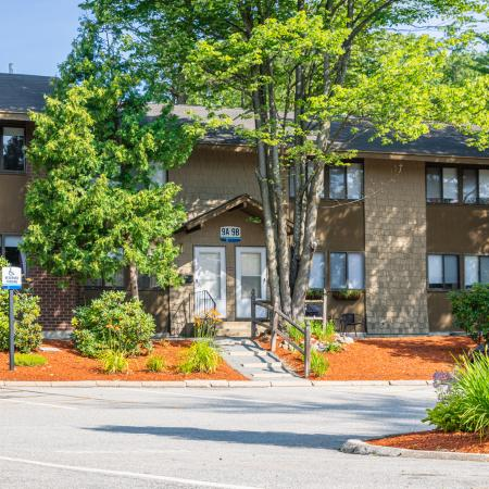 Beautifully Landscaped Grounds | Apartments For Rent Nashua NH Pet Friendly | Hilltop by Princeton Apartments