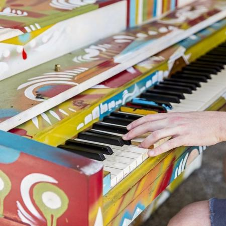 Artsy Piano Player in Midtown Atlanta | Modera Midtown