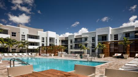 Pool and Outdoor Lounge Area | Apartments for rent in Miami, FL | Modera Douglas Station