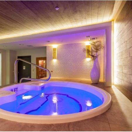 Resident Hot Tub | Luxury Apartments In Kansas City Missouri | The Power  Light Building