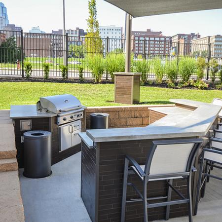 Community BBQ Grills | Apartment In Kansas City | RM West 1