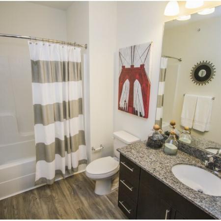 Spacious Bathroom | Apartment In Kansas City | RM West