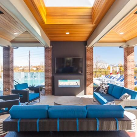 Outdoor TV Lounge Area   Lees Summit Missouri Apartments for Rent   Summit Square