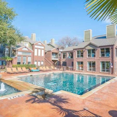 Apartments with Pools in Dallas, TX | Lakewood on the Trail