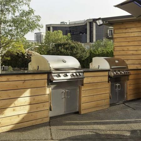Outdoor Grill and Lounge | Skye at Belltown