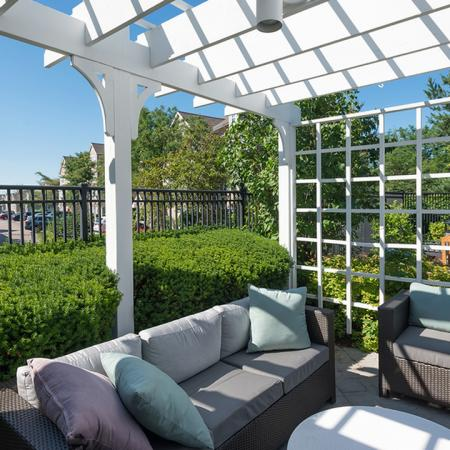 Outdoor Lounge and Pergola | Alister Quincy
